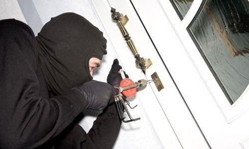 Siempre que salgas de tu casa, no te olvides de asegurar puertas y ventanas.